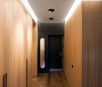 Парящий потолок со светильником