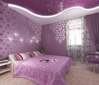 Потолок  глянцевый спальная комната