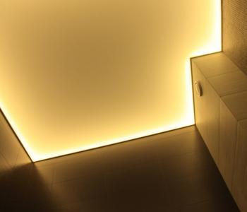 Глянцевый парящий потолок