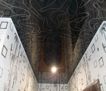 Чёрный фактурный потолок