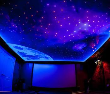 Натяжной потолок звёздное небо спальня