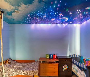 Натяжной потолок звёздное небо детская