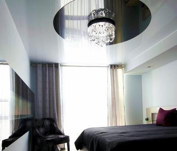 Натяжной потолок комбинированный черный