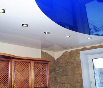 Комбинированный на кухне голубой