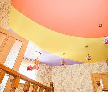 Комбинированный в детской потолок