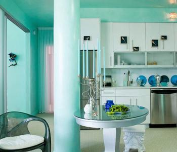 Бирюзовый потолок на кухню