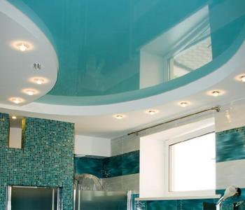 Глянцевый бирюзовый потолок