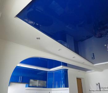 Натяжной потолок  глянцевый на кухню