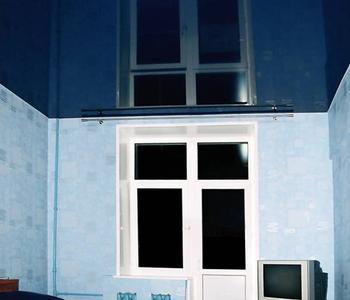 Потолок глянцевый в спальную комнату