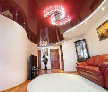 Потолок в спальню бордовый глянцевый