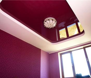 Натяжной бордовый потолок