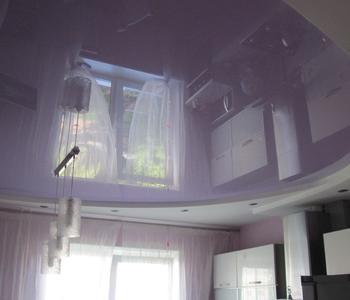 Фиолетовый потолок кухня глянец