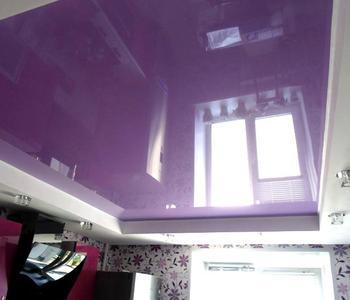 Фиолетовый натяжной потолок кухня