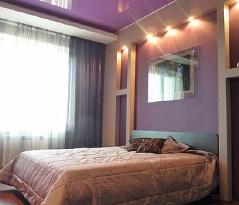 Фиолетовый потолок спальня