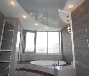 Серый  натяжной  потолок ванна
