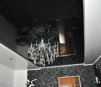 Черный  потолок в детской комнате