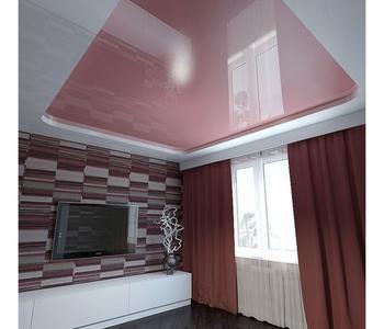 Розовый  потолок в гостиную комнату