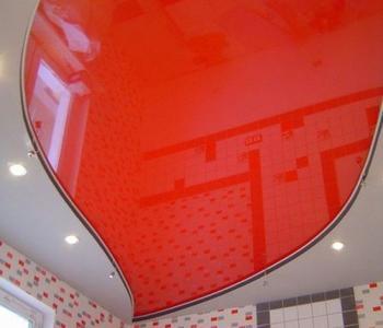 Потолок  красный вдетскую комнату глянцевый