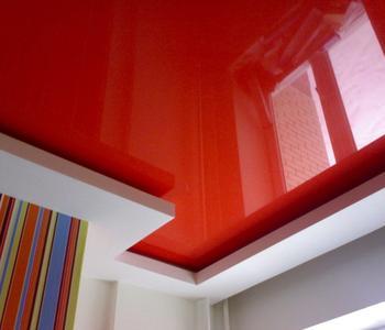 Потолок  красный в детскую комнату глянцевый