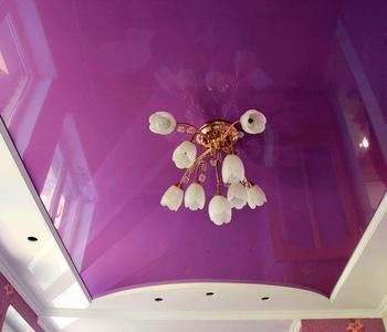 Фиолетовый потолок спальня глянец