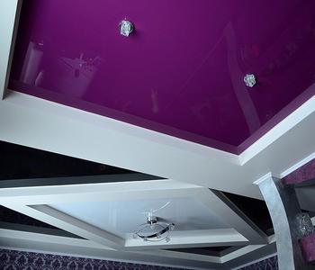 Глянцевый потолок  фиолетовый