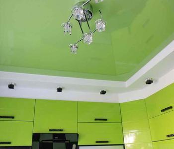 Потолок сaлатовый кухня