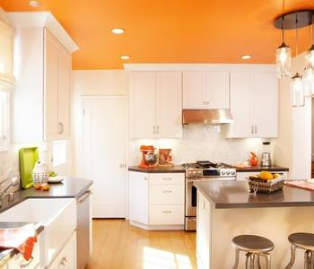 Глянцевый потолок оранжевый