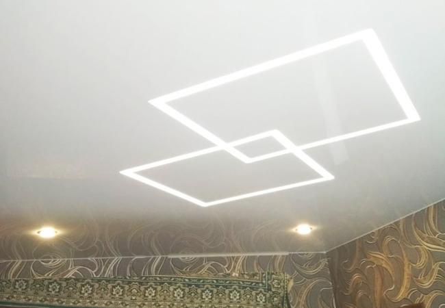 Натяжной потолок с парящими линиями в спальню  в Климовичах